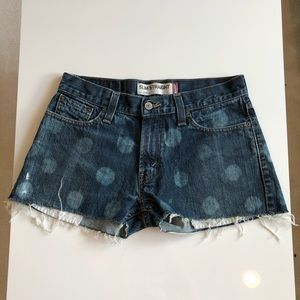 LEVIS   polka dot distressed denim shorts